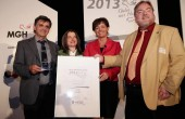 Den Preis in der Kategorie Produkt-Einführung erhielt die Ei.Q GmbH, vertreten durch Kurt Dörrbeck und Susanne Weißbecker. Übergeben wurde er von Ministerin Lucia Puttrich und Jurymitglied Dirk Engel